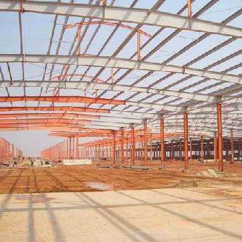 钢梁,钢结构基础,钢屋架(当然厂房的跨度比较大,基本现在都是钢结构