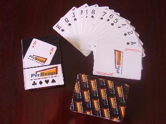 扑克牌丢到垃圾桶里