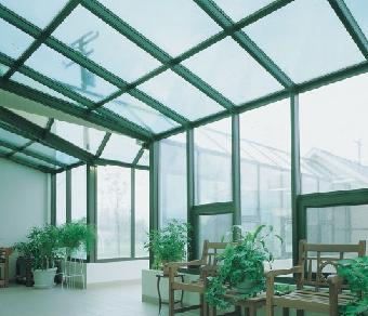 楼顶露台封闭,阳光房,玻璃房,封露台,阳台等以钢结构支撑,钢化玻璃