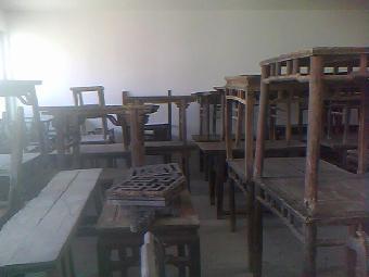 作的红木家具,其造型简约清秀,线条优美,尺寸合理,在设计上吸收了宋代