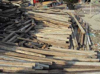 北京红松木白松木回收北京废旧木材回收 废木头回收