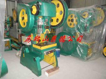 安徽冲床价格:巨德公司j23系列开式可倾压力机采用刚性转健离合器