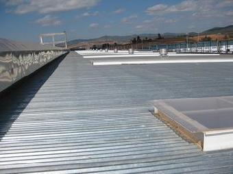 钢结构厂房是一个系统工程,所以你应该统筹考虑,对一些关键的位置进行