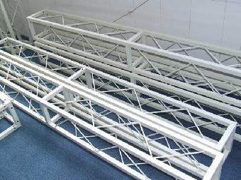 由直杆组成的一般具有三角形单元的平面或空间结构