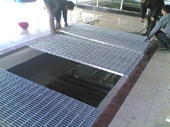 钢格栅板又叫钢格板, ,主要用来做水沟盖板,钢结构平台