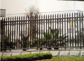 或制造成铁艺围墙,大门,楼梯,扶手,阳台护栏,防盗窗,家具,园林座椅