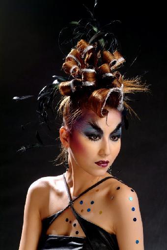 大型歌舞晚会,模特走秀,婚纱影楼等,现本校已成功培养出影视人物造型图片