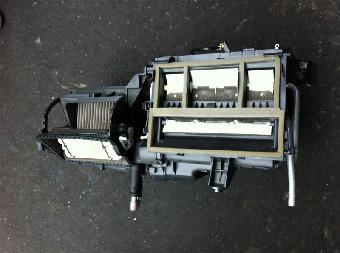 电机,雨刮电机,点火线圈,水箱,涨紧轮,线束,开关,继电器,保险丝(盒)
