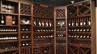 在佛山顺德自设酒窖酒架制作工厂,生产工人都为经验丰富的木工师傅,对图片