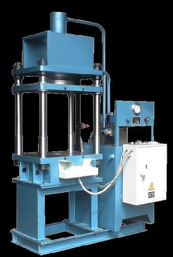 普通会员          100吨四柱液压机为全钢焊接框架结构,工作台
