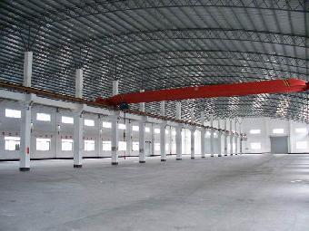 而橡胶行业领域,大跨度的钢结构厂房的应用也越来越多.