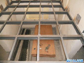 钢结构特点:钢结构自重较轻