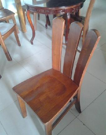 产品介绍实木家具凳子是由天然木材制成的家具家具表面一般都能看到木