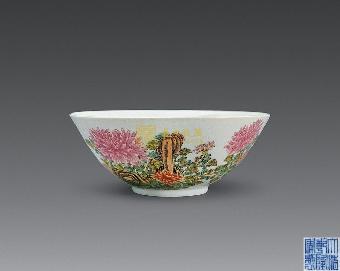 据了解,八仙过海的题材,明朝嘉靖万历瓷器多见,但画工相对简单,人物不